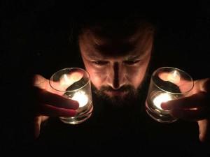Dejvy jako okrasný svícen_bohužel s příchodem elektrického proudu přišel i o tento přivýdělek