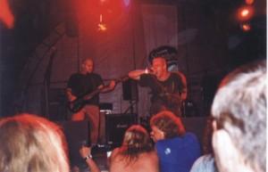 contrastic-na-brutalu-2001